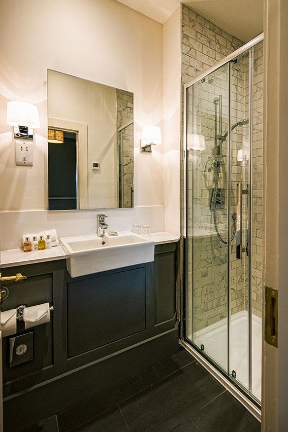Luxury Hotel Bathroom Douneside House