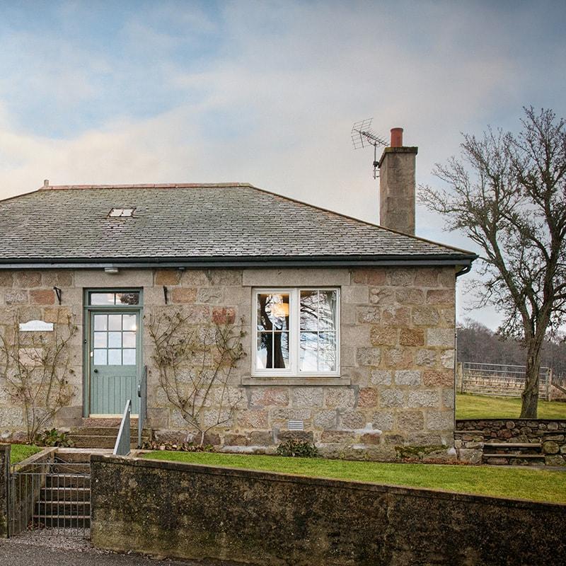 Alpha Holiday Cottage, Douneside House Aberdeenshire